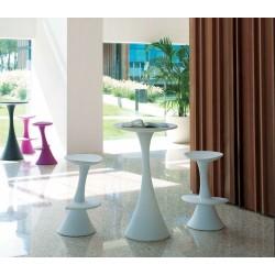 Tavolino alto in polietilene Nanà